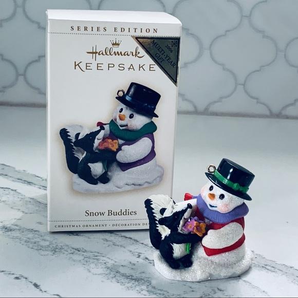 2006 Hallmark SNOW BUDDIES #9 Ornament SNOWMAN /& SKUNK
